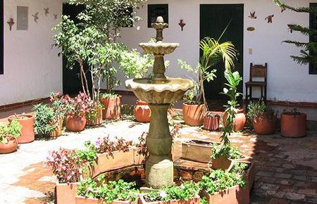 El aljibe -o fuente- en el patio, una herencia morisca.